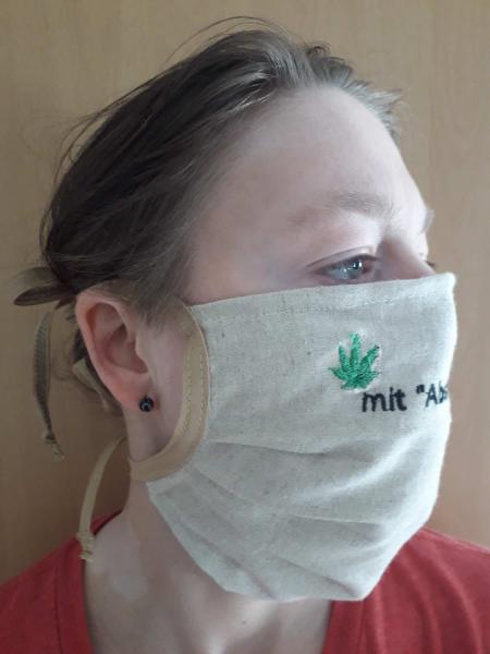 Foto mit Model Mundmaske aus Hanf Textil von Cannamoda